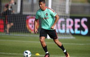 Top 10 Cầu thủ bóng đá thuận cả hai chân hay nhất trên thế giới