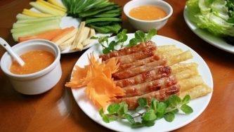 Top 10 Món ăn ngon nên thưởng thức khi đến Huế