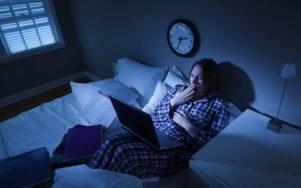 Top 8 Việc không nên làm sau 9 giờ tối để bảo vệ sức khỏe